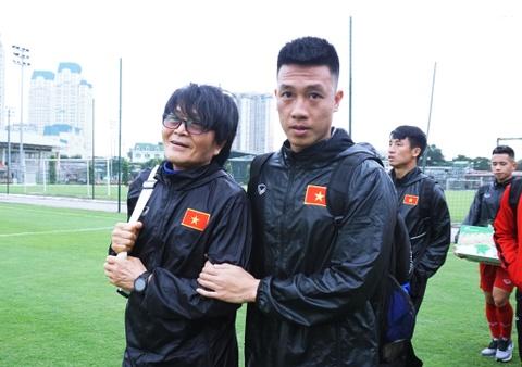 Tiền vệ Huy Hùng: 'Sẽ ưu tiên vé cho gia đình và người thân'