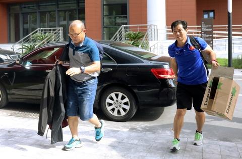 Tro ly cua ong Park Hang-seo sang Malaysia lam HLV doi hang 3 hinh anh