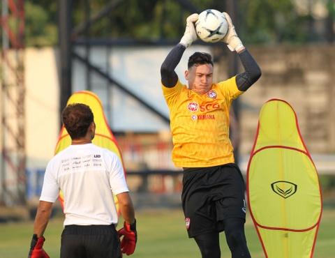 HLV Muangthong United: 'Mong Van Lam san sang cho tran mo man' hinh anh
