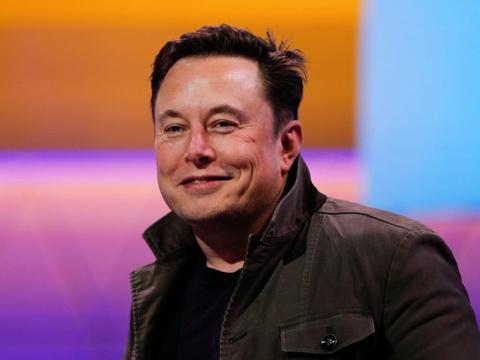 Ty phu Elon Musk va kha nang xoay chuyen thi truong bang loi noi hinh anh