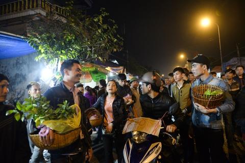 Quang chan ban hang, doi mua di le chua o cho Vieng hinh anh 18