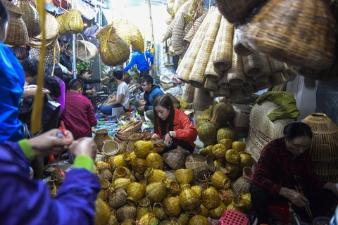 Quang chan ban hang, doi mua di le chua o cho Vieng hinh anh 9