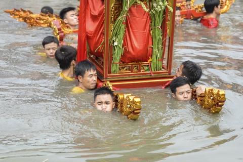 Ruoc kieu loi ao lanh suot 5 gio o Thai Binh hinh anh 15