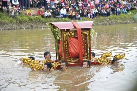 Ruoc kieu loi ao lanh suot 5 gio o Thai Binh hinh anh 6