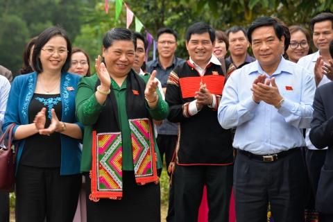 Pho chu tich Quoc hoi tham Lang van hoa cac dan toc Viet Nam hinh anh 1