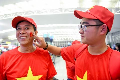 Hoa hau Ngoc Han cung CDV len duong co vu tuyen Viet Nam hinh anh 4