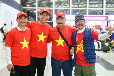 NSUT Do Ky, HH Ngoc Han gui loi chuc den DT Viet Nam hinh anh