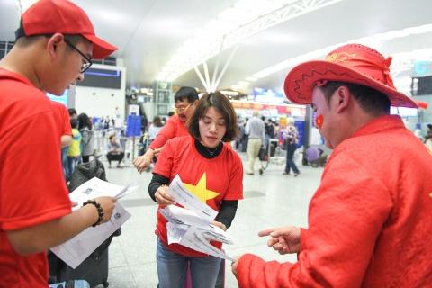 Hoa hau Ngoc Han cung CDV len duong co vu tuyen Viet Nam hinh anh 9