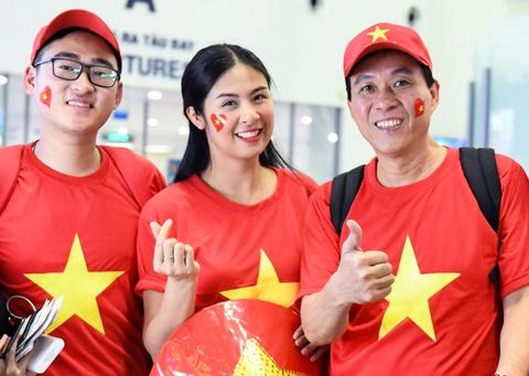 Hoa hậu Ngọc Hân cùng CĐV lên đường cổ vũ tuyển Việt Nam