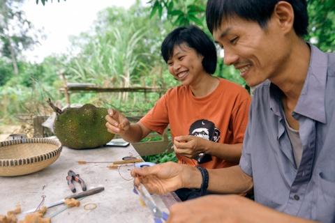 Chang nong dan 'khung' va giac mo ong hut tre hinh anh 13