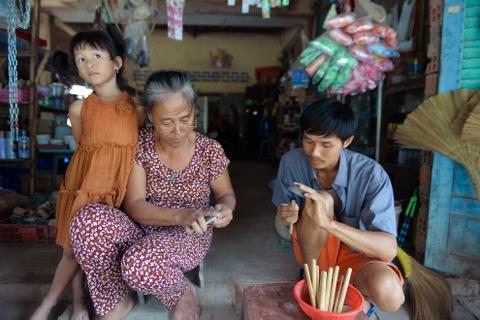 Chang nong dan 'khung' va giac mo ong hut tre hinh anh 14