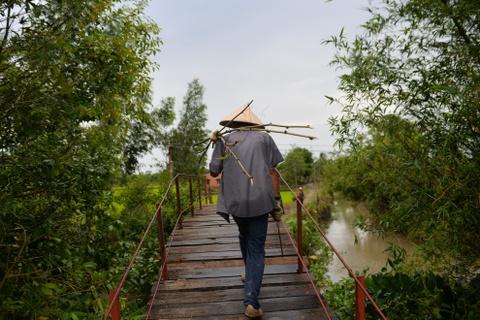 Chang nong dan 'khung' va giac mo ong hut tre hinh anh 18