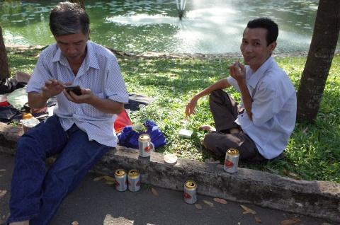 Thao Cam Vien ngap rac trong chuong thu hinh anh 3
