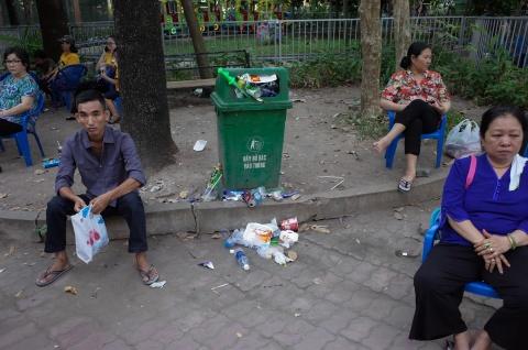 Thao Cam Vien ngap rac trong chuong thu hinh anh 6