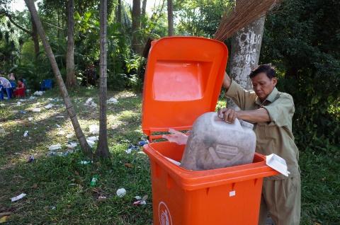 Thao Cam Vien ngap rac trong chuong thu hinh anh 7