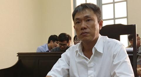 Hoa si Le Linh bat khoc tai phien toa Than dong dat Viet hinh anh