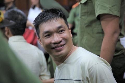 Nu cuoi cua Van Kinh Duong o toa va dua be khong chiu goi 'bo' hinh anh 2