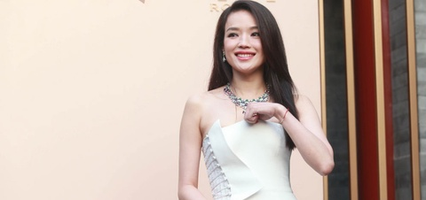 Thu Ky goi cam hon sau khi cuoi Phung Duc Luan hinh anh
