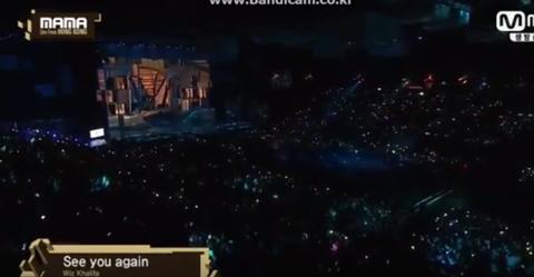 Wiz Khalifa mot minh hat See You Again tren san khau MAMA 2016 hinh anh