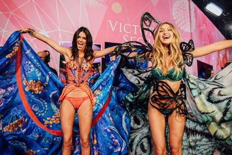 Gigi Hadid, Kendall Jenner xac nhan tham gia show Victoria's Secret hinh anh