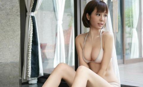 Helen Thanh Dao gay tranh cai khi tai xuat voi anh goi cam hinh anh