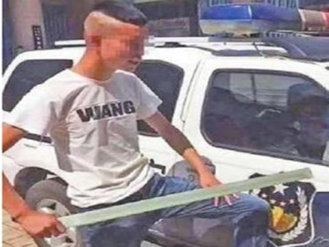 MC Trung Quoc bi bat khi tung clip pha xe canh sat de gay chu y hinh anh
