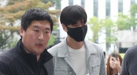 Lee Min Ho bi che trach vi xuat hien chop nhoang khi nhap ngu hinh anh