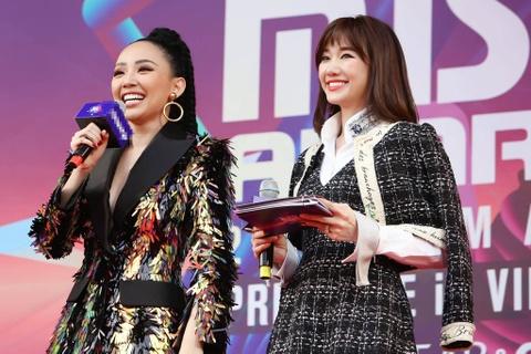 Angela Phuong Trinh, Diem My 9X goi cam tren tham do MAMA 2017 hinh anh 24