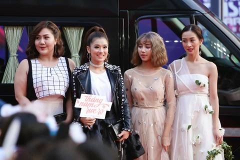 Angela Phuong Trinh, Diem My 9X goi cam tren tham do MAMA 2017 hinh anh 22