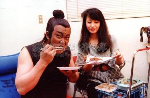 'Bao Cong' Kim Sieu Quan viet di chuc cam vo cuoi trai tre hinh anh