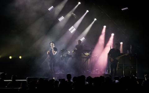 OneRepublic gay xuc dong khi lan dau bieu dien 'Apologize' o Bangkok hinh anh 4