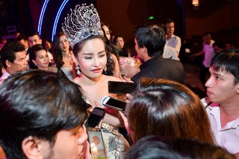 Dan mang che Hoa hau Dai duong 2017 kem sac hinh anh 4