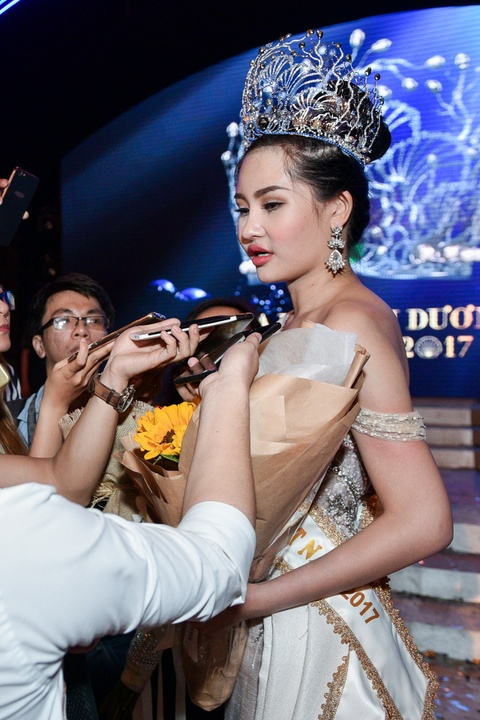 Dan mang che Hoa hau Dai duong 2017 kem sac hinh anh 3