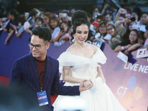 Angela Phuong Trinh, Diem My 9X goi cam tren tham do MAMA 2017 hinh anh 6