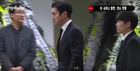 Nghe si Kpop lang nguoi khi den vieng Jong Hyun hinh anh