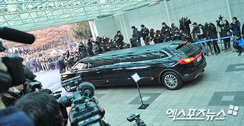 Le dua tang Jong Hyun (SHINee): Chi gai, sao Kpop khoc can nuoc mat hinh anh 19