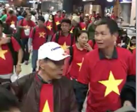 Clip hang tram CDV bay toi Trung Quoc vao sang 27/1 co vu U23 Viet Nam hinh anh