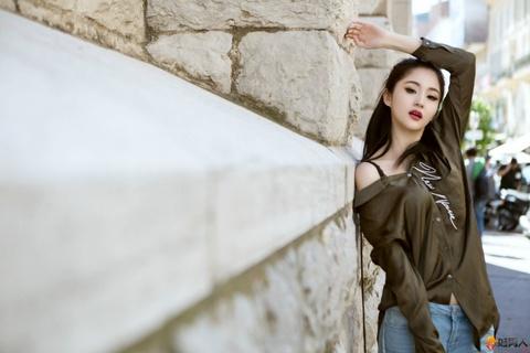 Lam Yen: My nhan xuat than gia the, tu hao la 'bieu tuong sex' hinh anh 3