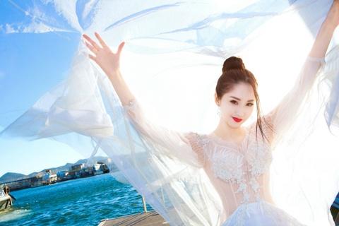 Lam Yen: My nhan xuat than gia the, tu hao la 'bieu tuong sex' hinh anh 4