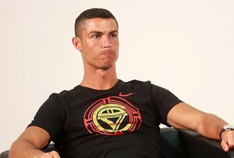 MC Trung Quoc buc xuc vu Cristiano Ronaldo bo ve giua buoi phong van hinh anh 2