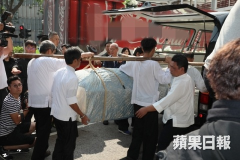 Ty phu Jack Ma va cac nghe si dua Kim Dung ve noi an nghi cuoi cung hinh anh 4