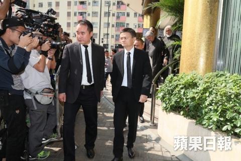 Ty phu Jack Ma va cac nghe si dua Kim Dung ve noi an nghi cuoi cung hinh anh 5