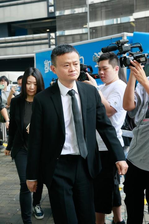Ty phu Jack Ma va cac nghe si dua Kim Dung ve noi an nghi cuoi cung hinh anh 6