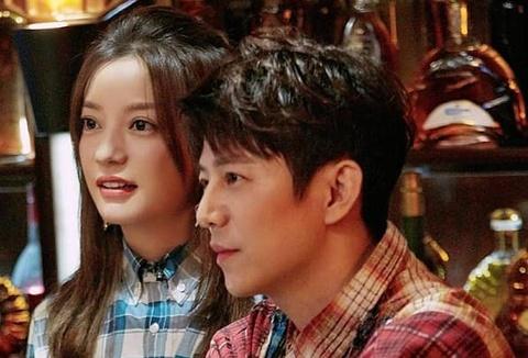 Vợ chồng Triệu Vy bị bãi miễn toàn bộ chức vụ, đối diện kiện tụng