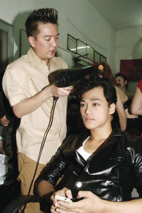 Dam Vinh Hung dap tra khi Phan Ngoc Luan ke chuyen ngu chung giuong hinh anh 3
