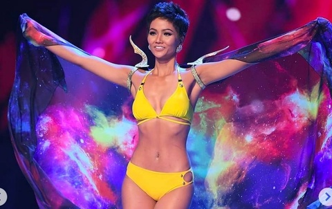 H'Hen Nie tu tin va goi cam dien bikini cung Top 10 Miss Universe hinh anh