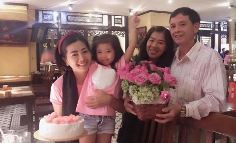 Mai Phuong don sinh nhat ben gia dinh sau 5 thang dieu tri ung thu hinh anh