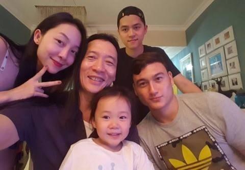 NSND Đặng Hùng và Linh Nga cảm ơn Đặng Văn Lâm cùng tuyển Việt Nam
