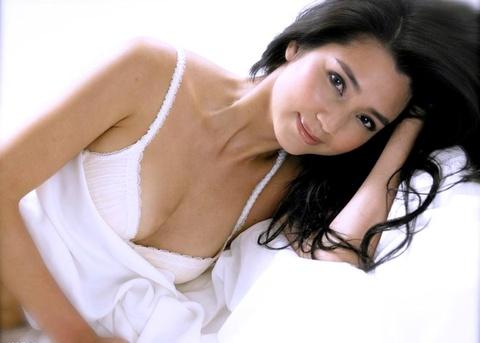 Hong Han - thoi 20 sinh con mot minh, tuoi 48 bi chong phan boi hinh anh 1
