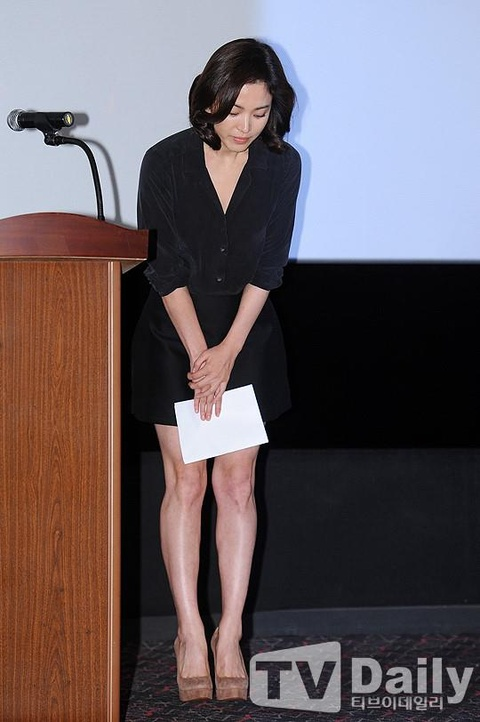 Song Hye Kyo - ngoc nu thi phi va on ao bi bat qua tang ngoai tinh hinh anh 5